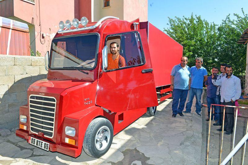 Van,Tuşbalı,İsmail,Mescioğlu,Murat,131,Markadan,arabadan,Tır,Yaptı,İsmail Mescioğlu
